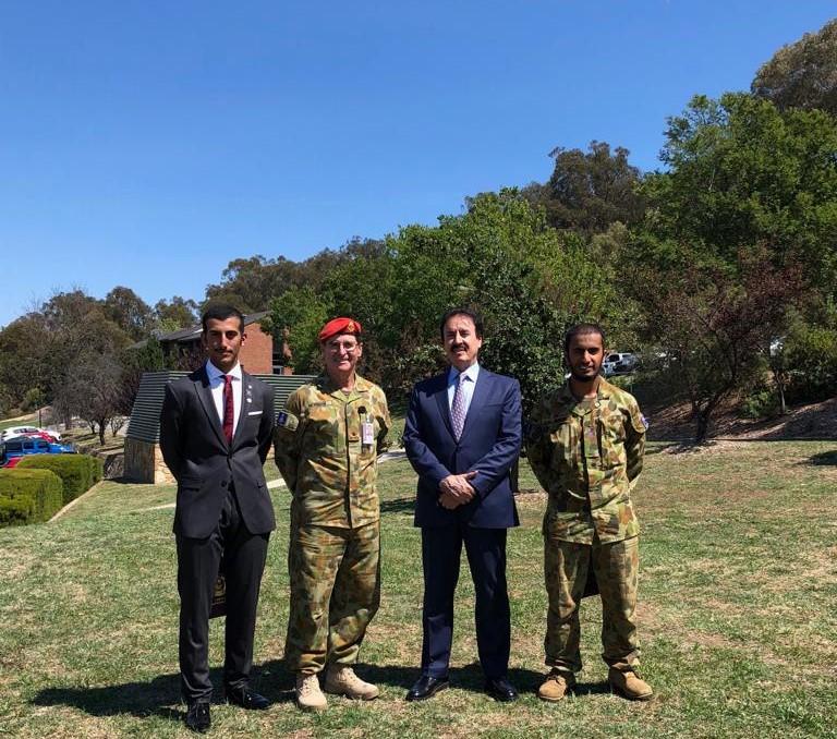 سفير قطر يشهد عرضا عسكريا في الكلية الملكية العسكرية الأسترالية