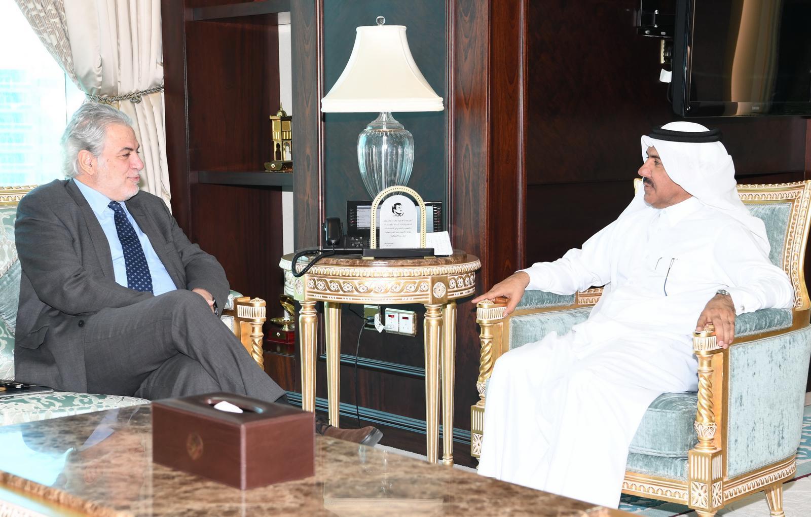 الأمين العام لوزارة الخارجية يجتمع مع مفوّض المفوضية الأوروبية للمساعدات الإنسانيّة وإدارة الأزمات