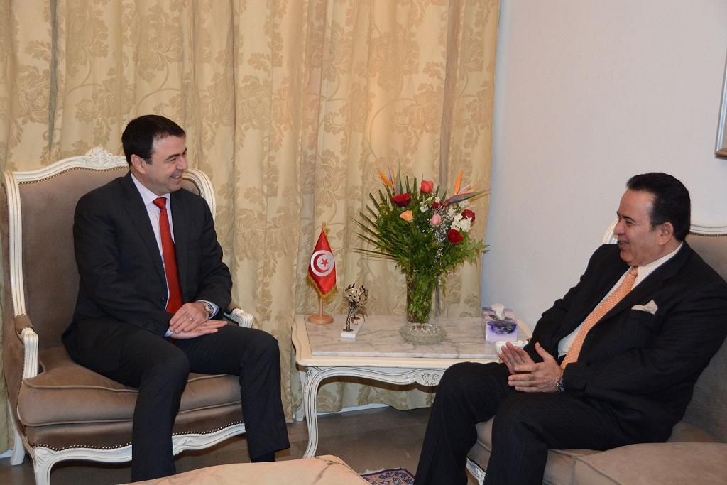 وزير الداخلية التونسي يجتمع مع سفير قطر