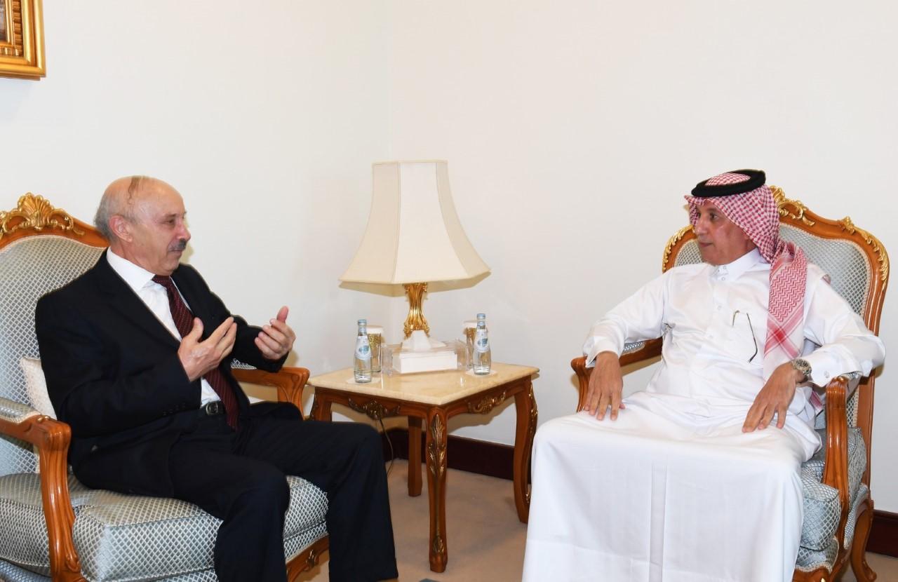 وزير الدولة للشؤون الخارجية يجتمع مع سفير الجزائر