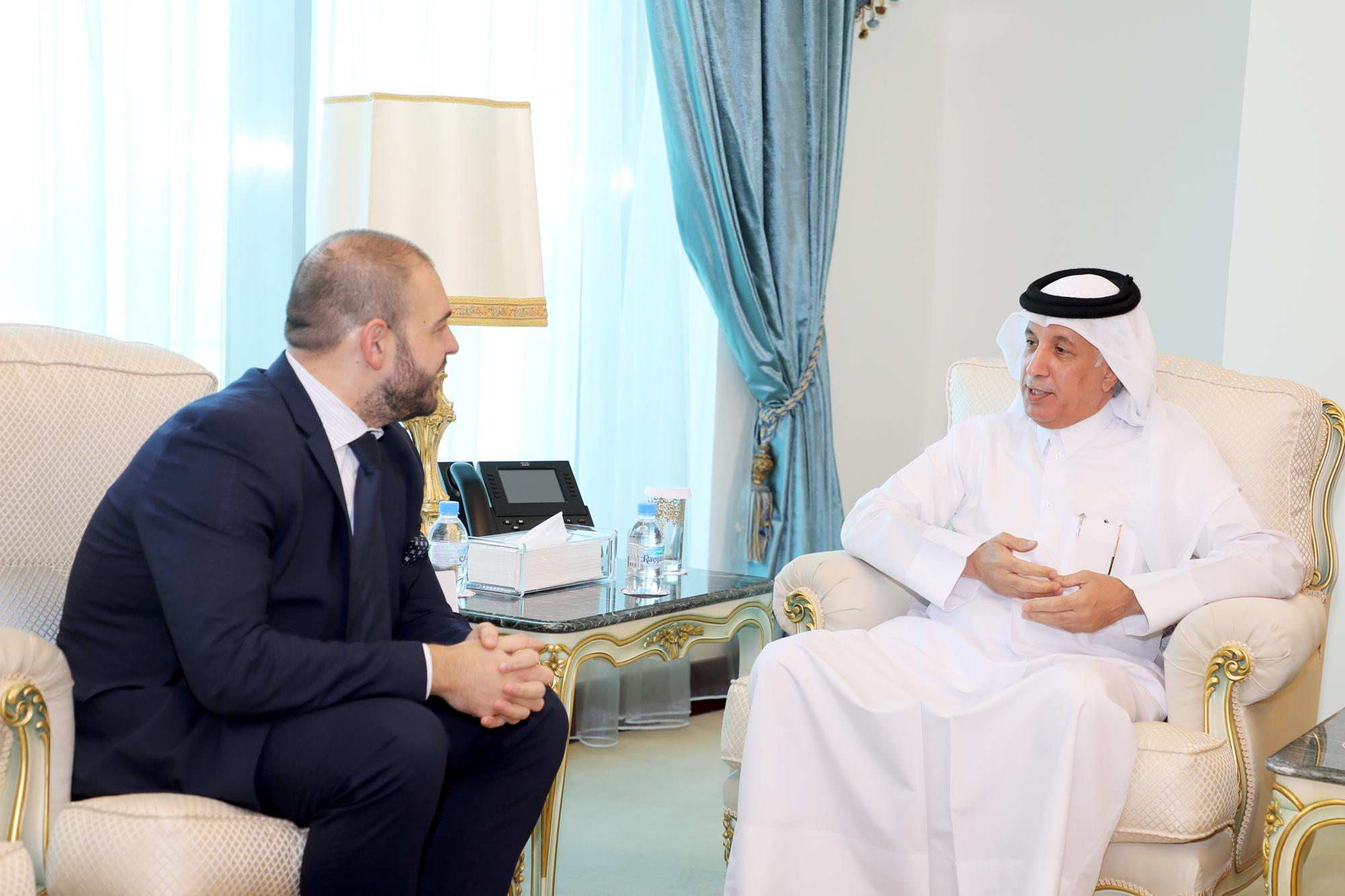 وزير الدولة للشؤون الخارجية يجتمع مع سفير رومانيا