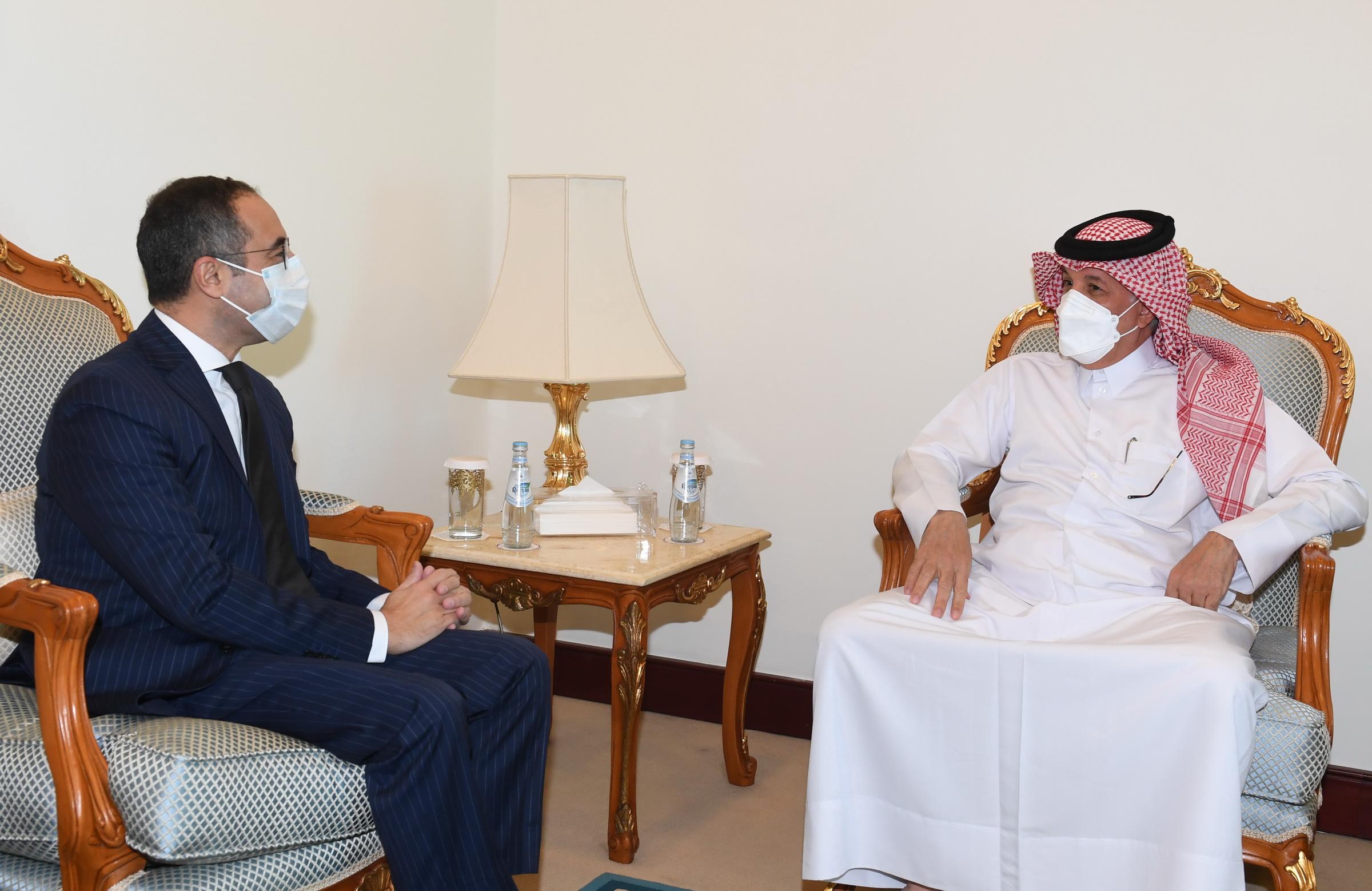 وزير الدولة للشؤون الخارجية يجتمع مع السفير المصري