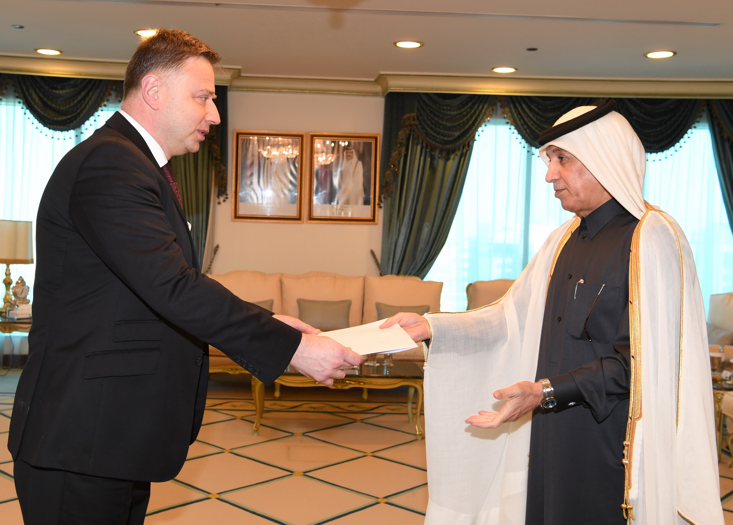 Minister of State for Foreign Affairs Receives Copy of Credentials of Ambassador of Ukraine