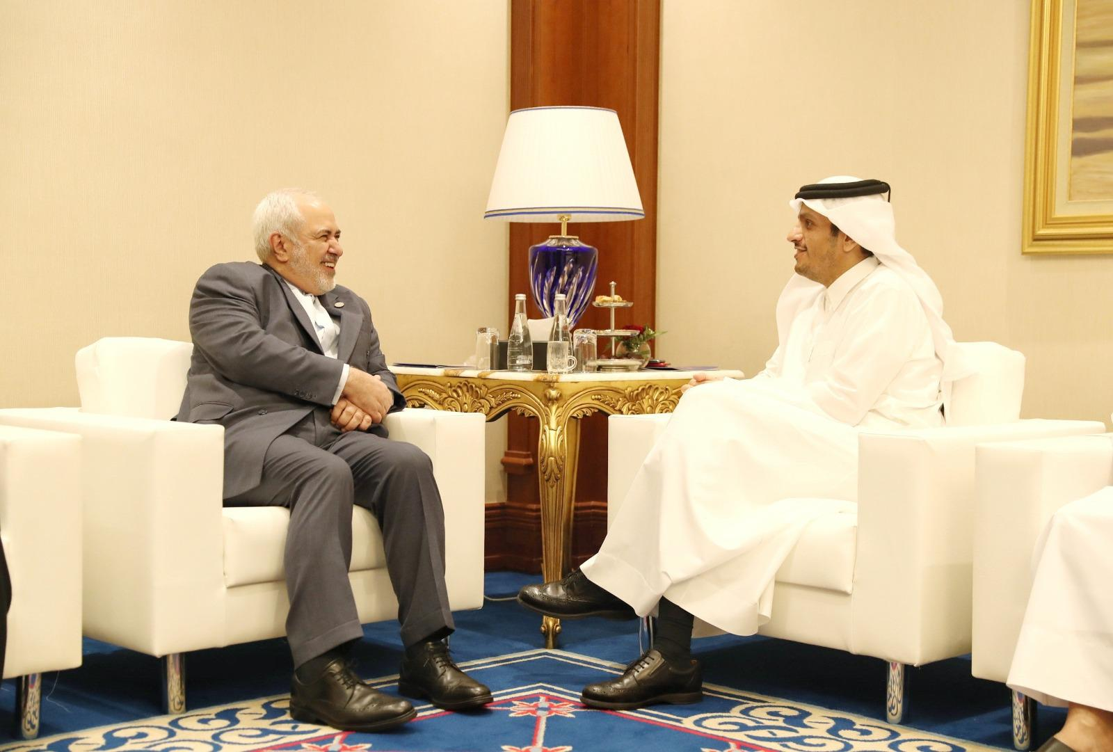نائب رئيس مجلس الوزراء وزير الخارجية يجتمع مع وزير الشؤون الخارجية الإيراني