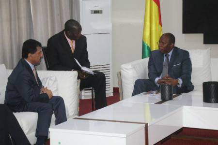 رئيس وزراء غينيا يجتمع مع الأمين العام لوزارة الخارجية