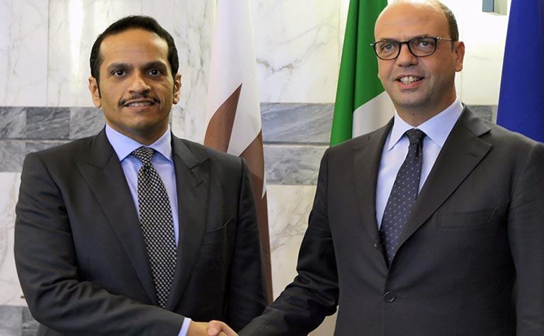 سعادة وزير الخارجية يبحث مع نظيره الإيطالي علاقات التعاون والمستجدات بالشرق الأوسط