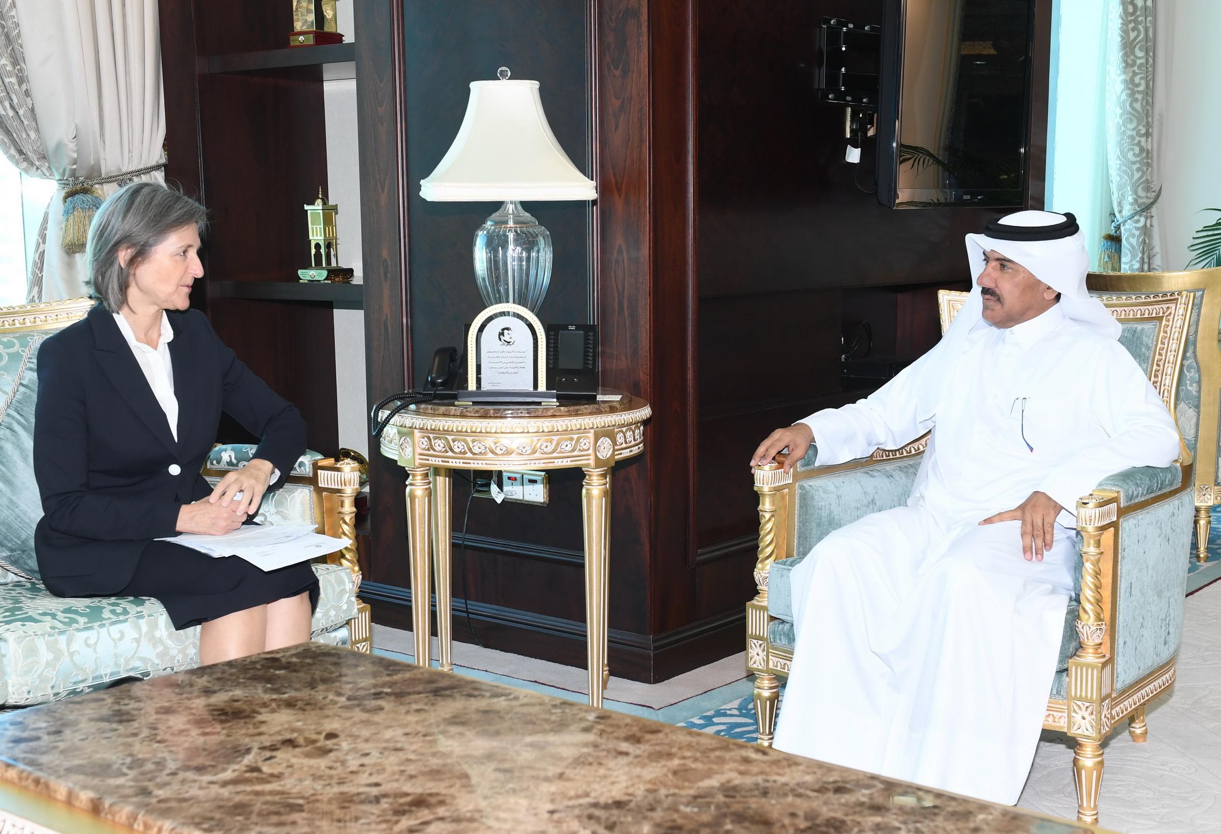 الأمين العام لوزارة الخارجية يجتمع مع سفيرة اليونان