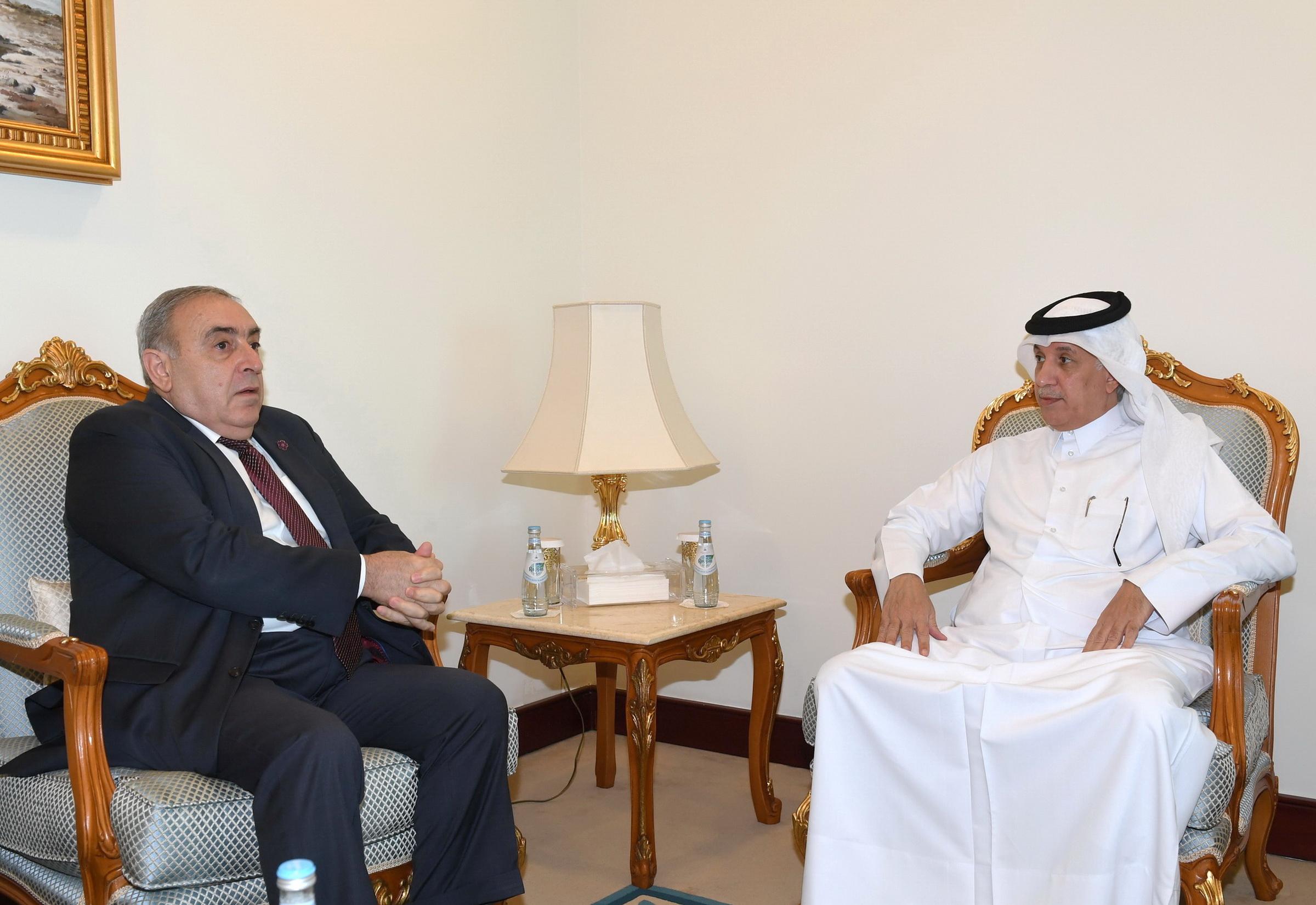 وزير الدولة للشؤون الخارجية يجتمع مع سفير أرمينيا
