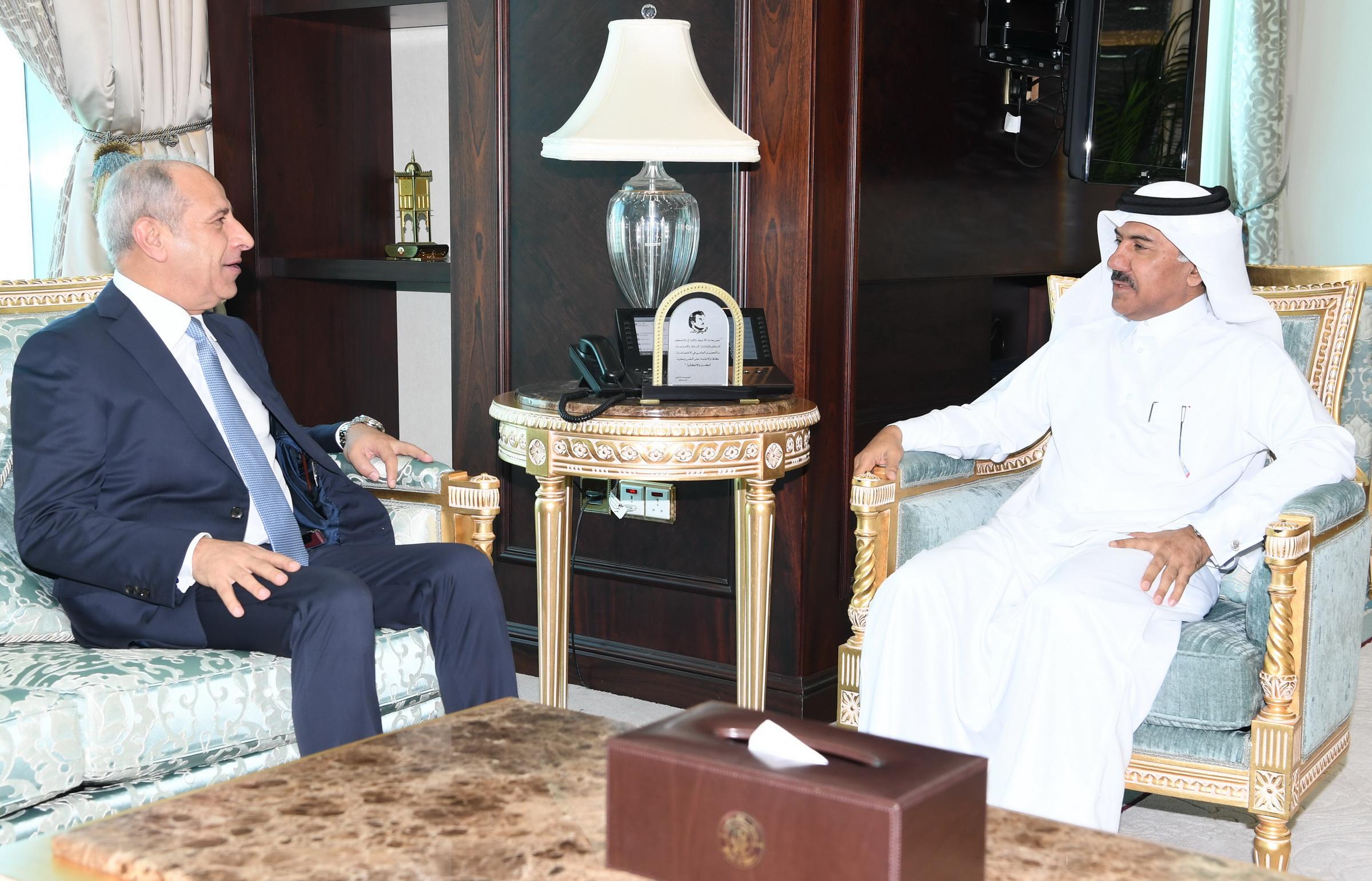 الأمين العام لوزارة الخارجية يجتمع مع سفير الأردن