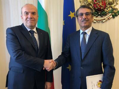 سكرتير رئيس جمهورية بلغاريا لشؤون السياسة الخارجية يجتمع مع سفير قطر
