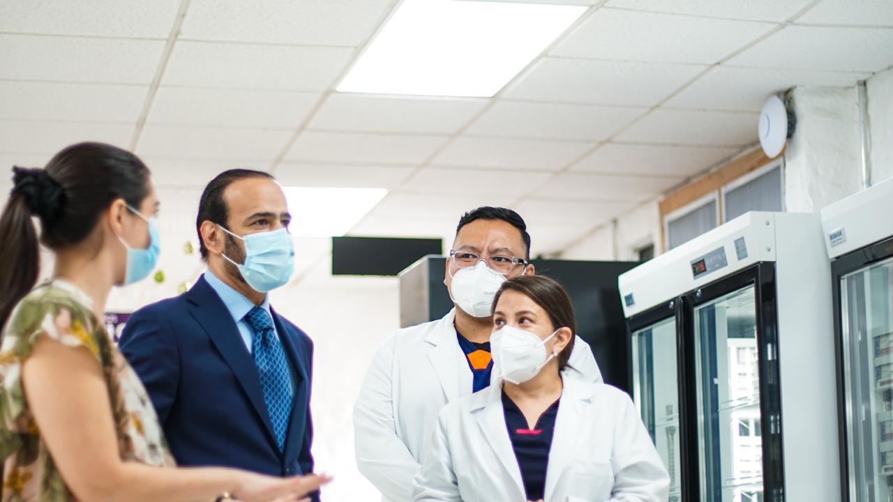 سفارة دولة قطر تسلم مستلزمات طبية جديدة إلى السلفادور