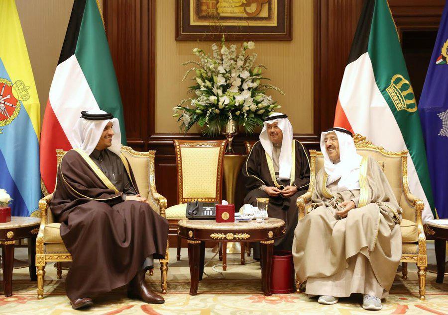 سمو الأمير يبعث رسالة شفوية إلى أمير الكويت
