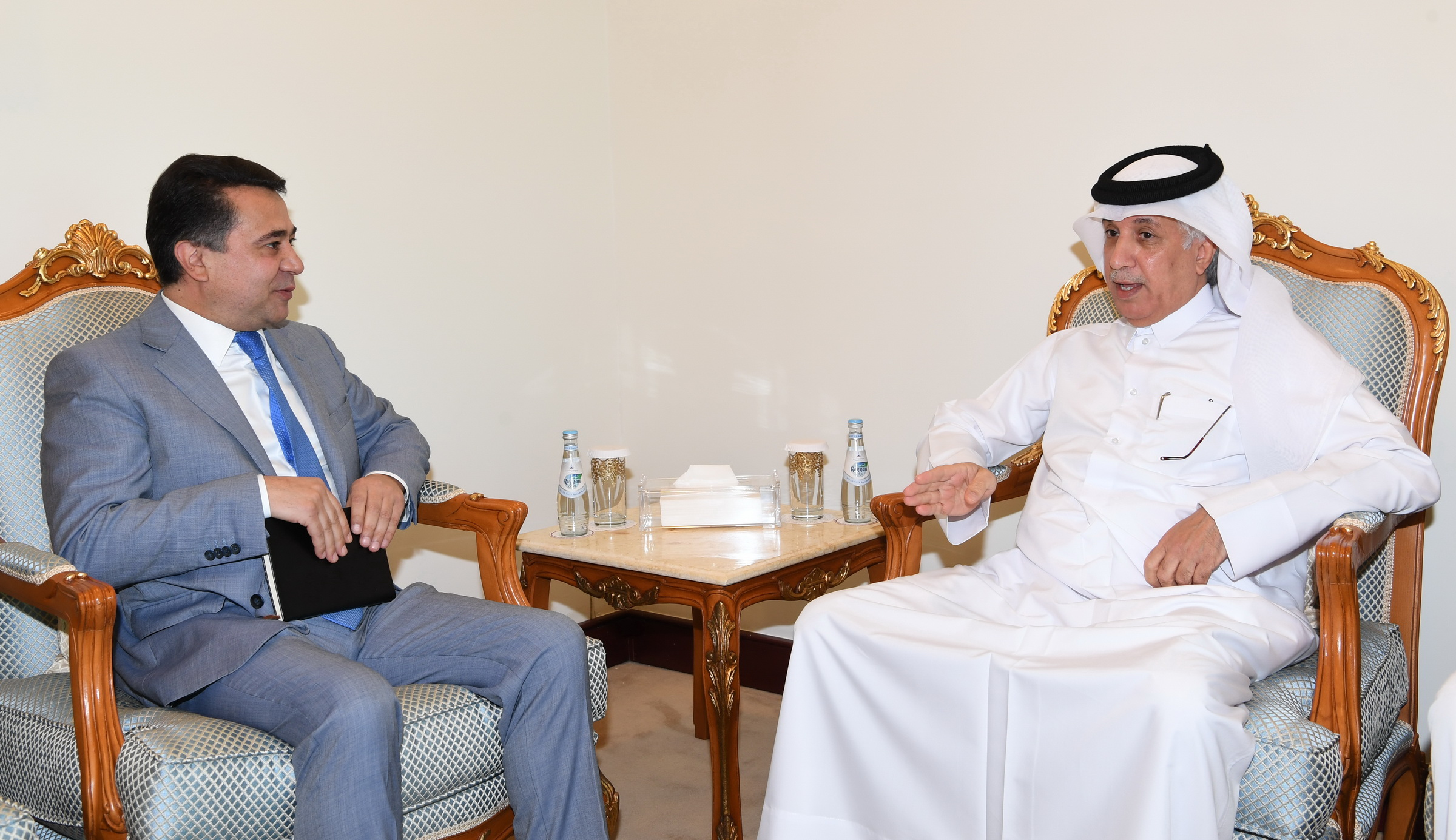 وزير الدولة للشؤون الخارجية يجتمع مع  سفير طاجيكستان