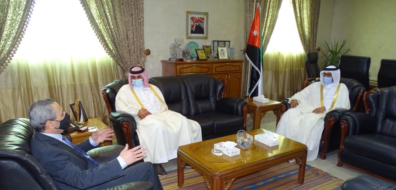 وزير التعليم العالي والبحث العلمي الأردني يجتمع مع سفير دولة قطر