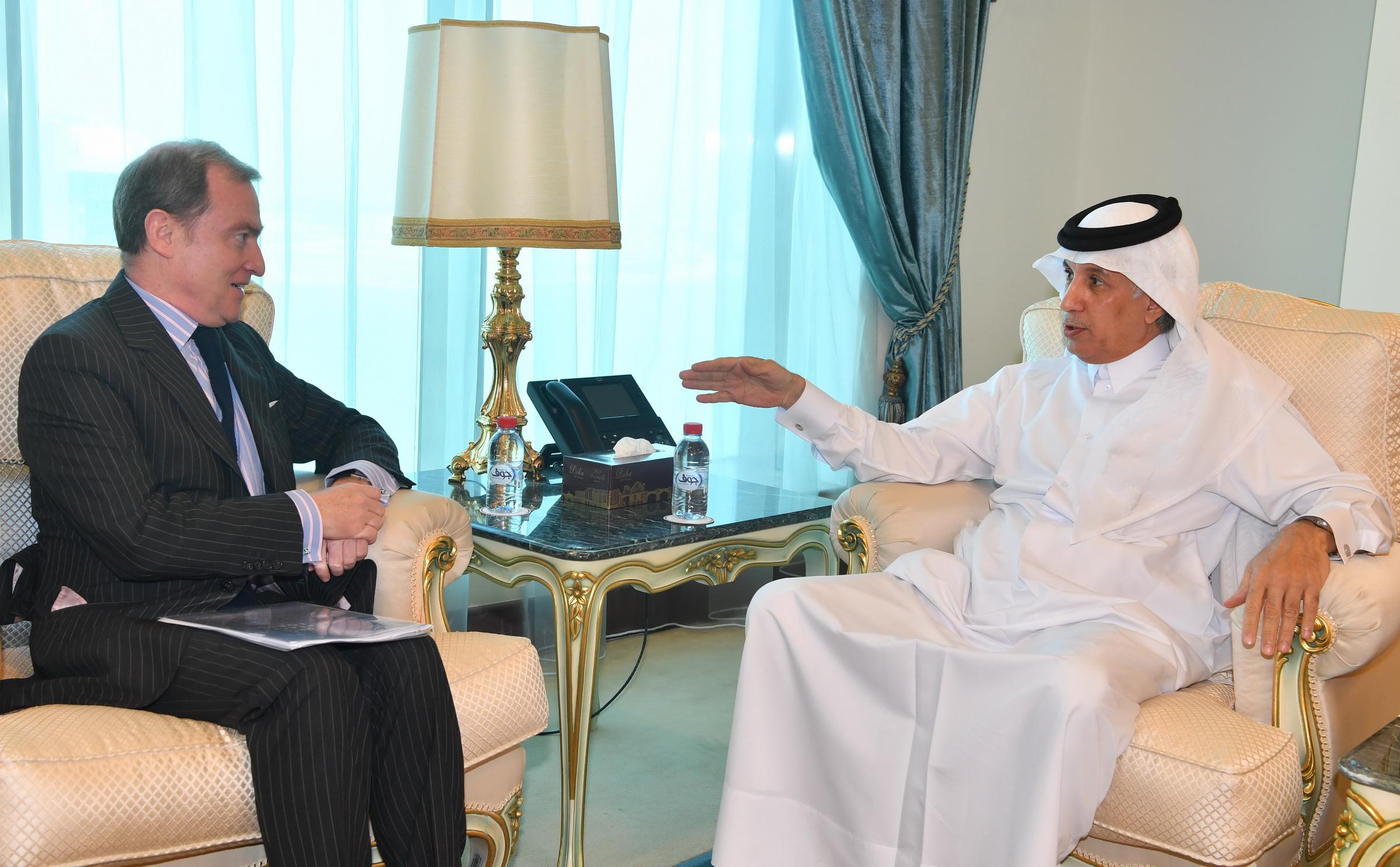 وزير الدولة للشؤون الخارجية يجتمع مع السفير الفرنسي
