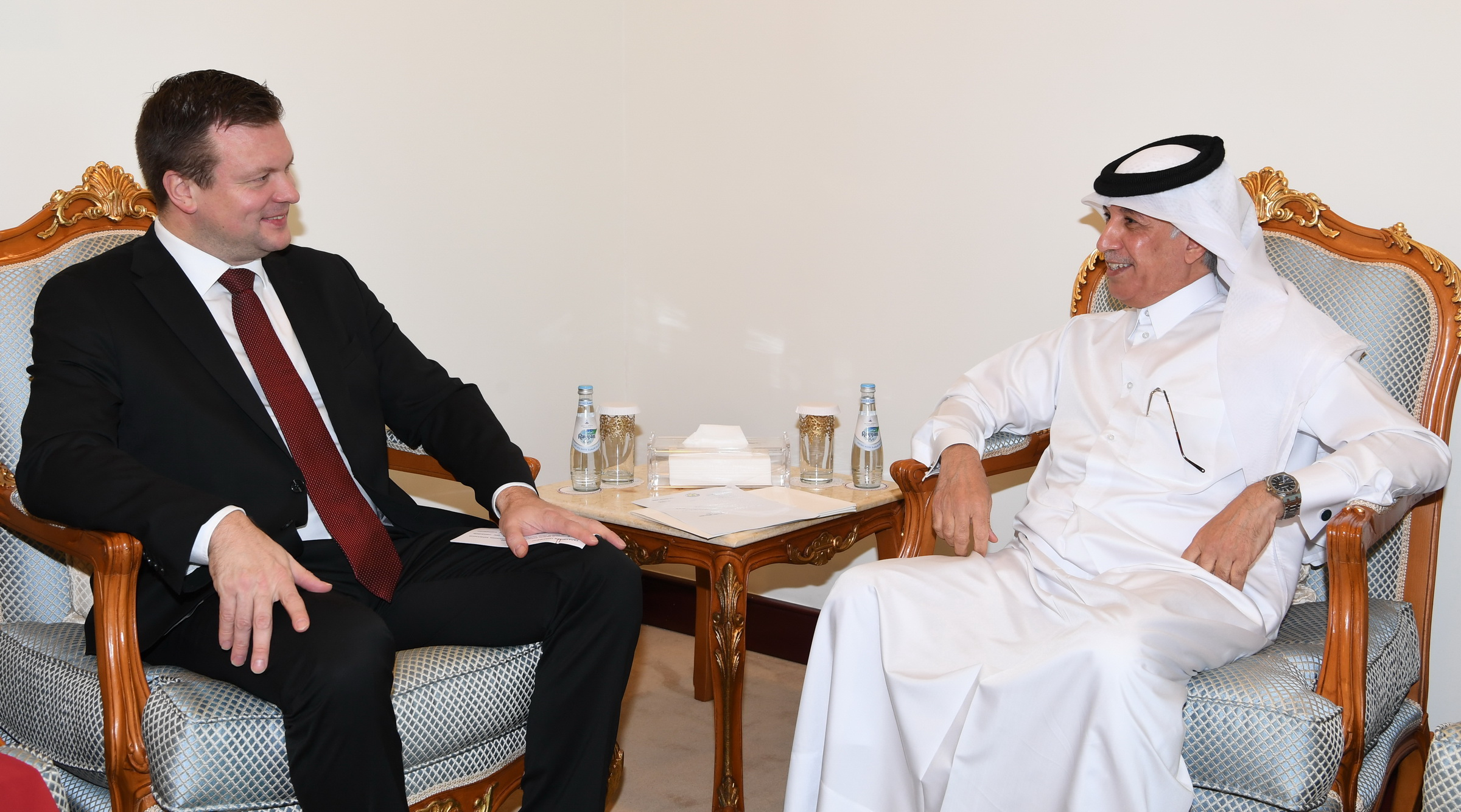 وزير الدولة للشؤون الخارجية يجتمع مع وزير التنمية والتجارة الخارجية الفنلندي