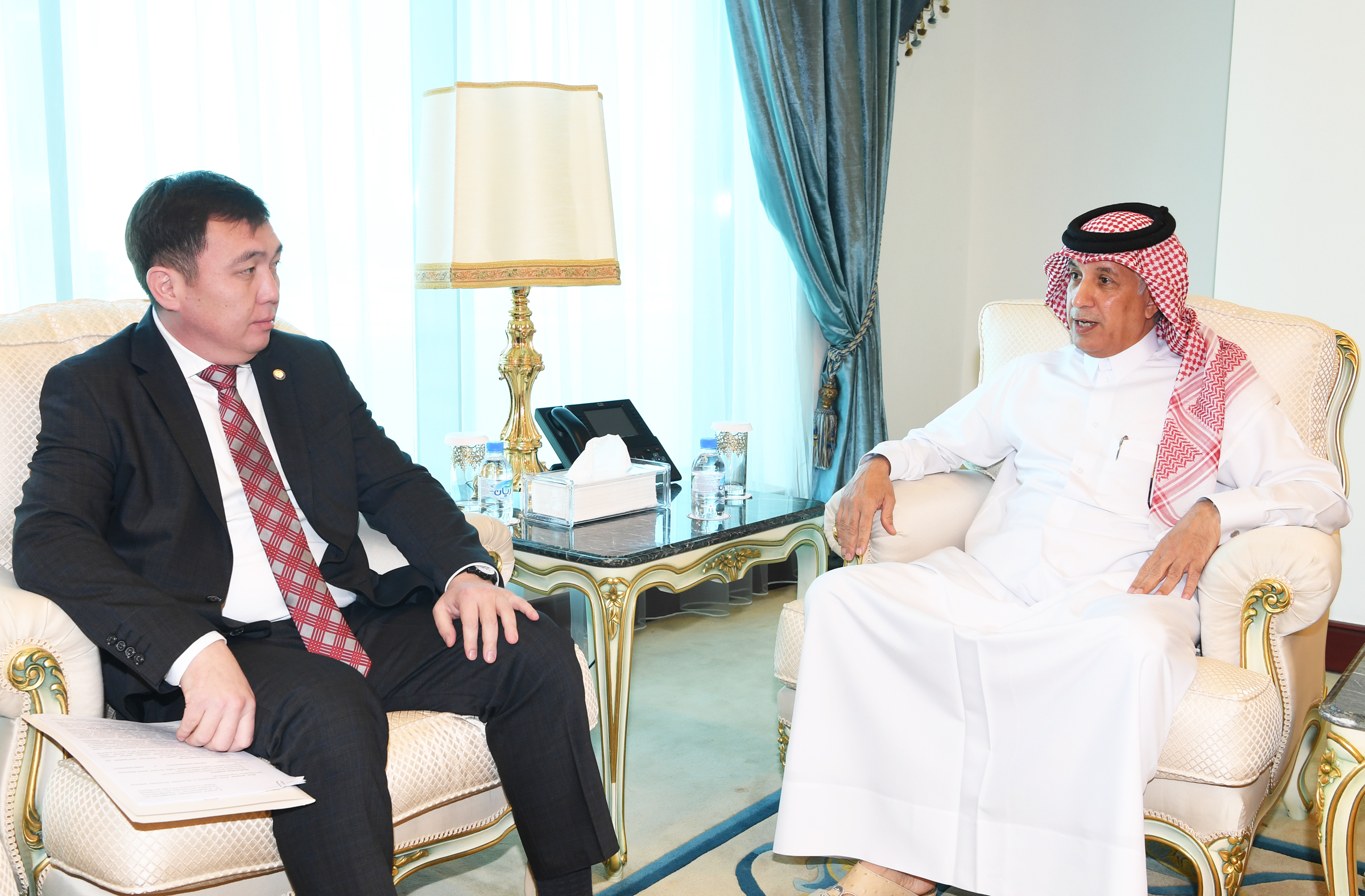 وزير الدولة للشؤون الخارجية يجتمع مع نائب وزير خارجية الجمهورية القرغيزية