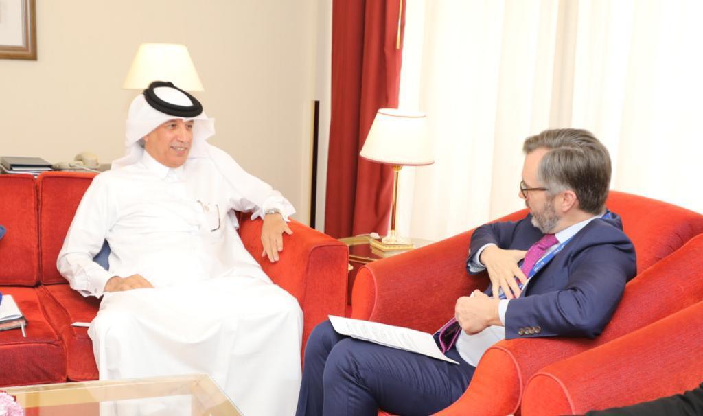 وزير الدولة للشؤون الخارجية يجتمع مع مسؤولين على هامش منتدى الدوحة