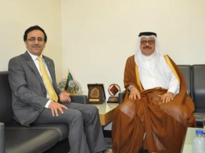 مدير عام المنظمة العربية للتنمية الإدارية  يجتمع مع مندوب دولة قطر لدى الجامعة العربية