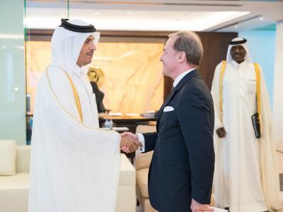 نائب رئيس مجلس الوزراء وزير الخارجية يتسلم نسخة من أوراق اعتماد السفير الفرنسي