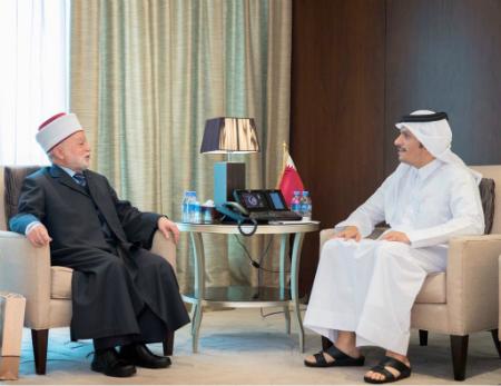 نائب رئيس مجلس الوزراء وزير الخارجية يجتمع مع المفتي العام للقدس والديار الفلسطينية