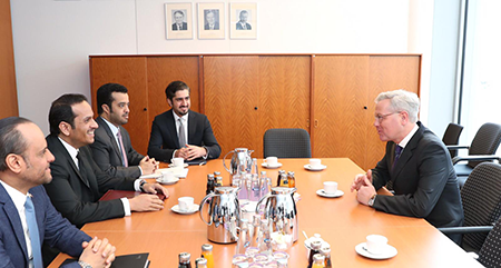 نائب رئيس مجلس الوزراء وزير الخارجية يجتمع مع رئيس اللجنة البرلمانية للسياسة الخارجية في البرلمان الألماني