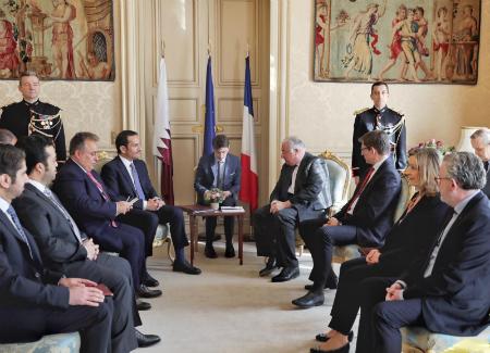 نائب رئيس مجلس الوزراء وزير الخارجية يجتمع مع رئيس مجلس الشيوخ الفرنسي