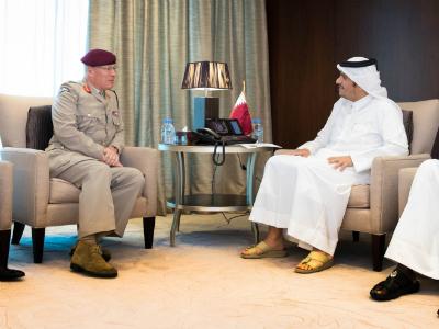 نائب رئيس مجلس الوزراء وزير الخارجية يجتمع مع كبير مستشاري وزير الدفاع البريطاني للشرق الأوسط