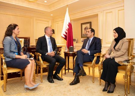 نائب رئيس مجلس الوزراء وزير الخارجية يجتمع مع مبعوث الأمين العام للأمم المتحدة للسلام في الشرق الأوسط