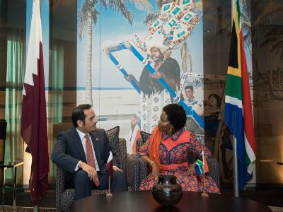 نائب رئيس مجلس الوزراء وزير الخارجية يجتمع مع وزيرة العلاقات الدولية بجنوب إفريقيا