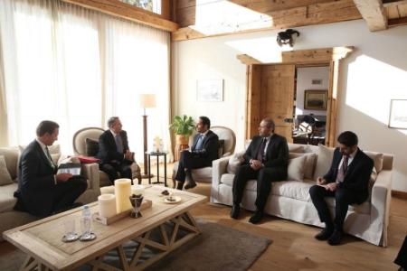 نائب رئيس مجلس الوزراء وزير الخارجية يجتمع مع وزير التجارة الدولية البريطاني