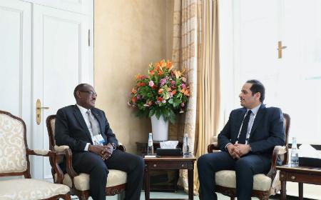 نائب رئيس مجلس الوزراء وزير الخارجية يجتمع مع وزير الخارجية السوداني ورئيس مؤتمر ميونخ للأمن