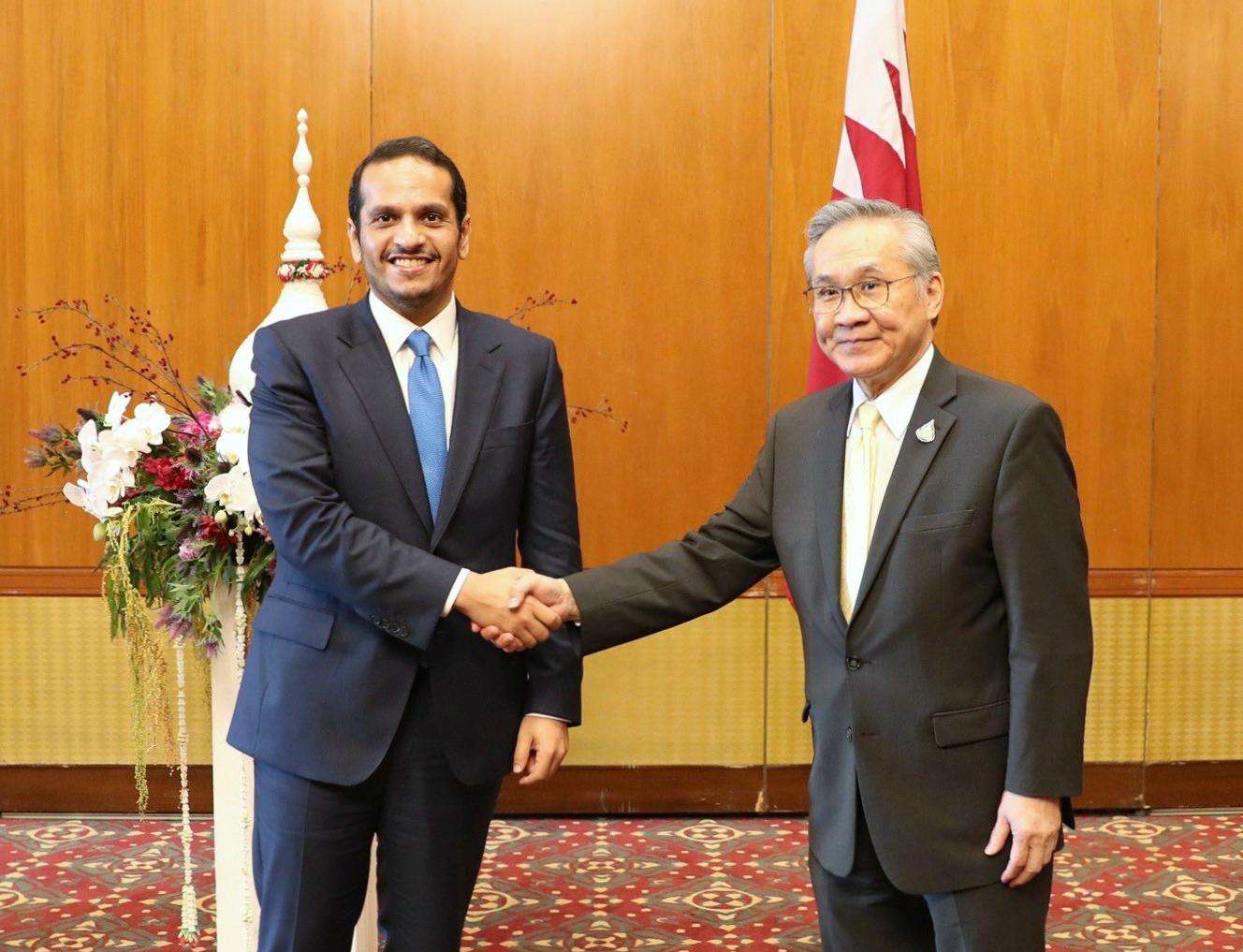 نائب رئيس مجلس الوزراء وزير الخارجية يجتمع مع وزير خارجية تايلاند