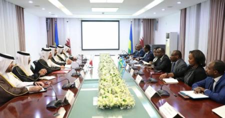 نائب رئيس مجلس الوزراء وزير الخارجية يعقد جلسة مباحثات مع وزراء ومسؤولين روانديين