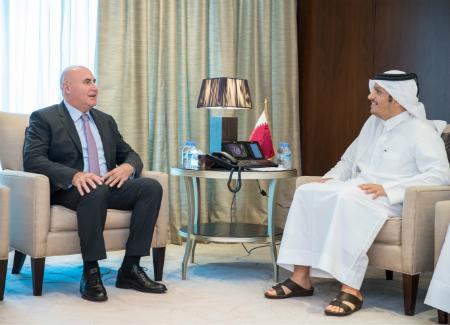 نائب رئيس مجلس الوزراء وزير الخارجية يلتقي وزير الدولة لشؤون الاستثمار الأردني