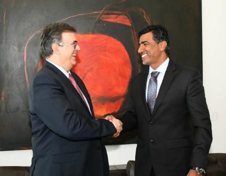 وزير الخارجية المكسيكي يجتمع مع سفير دولة قطر