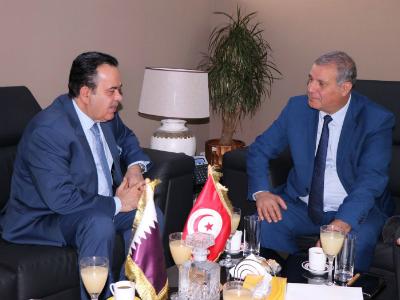 وزير الشؤون المحلية والبيئة التونسي يجتمع مع سفير دولة قطر
