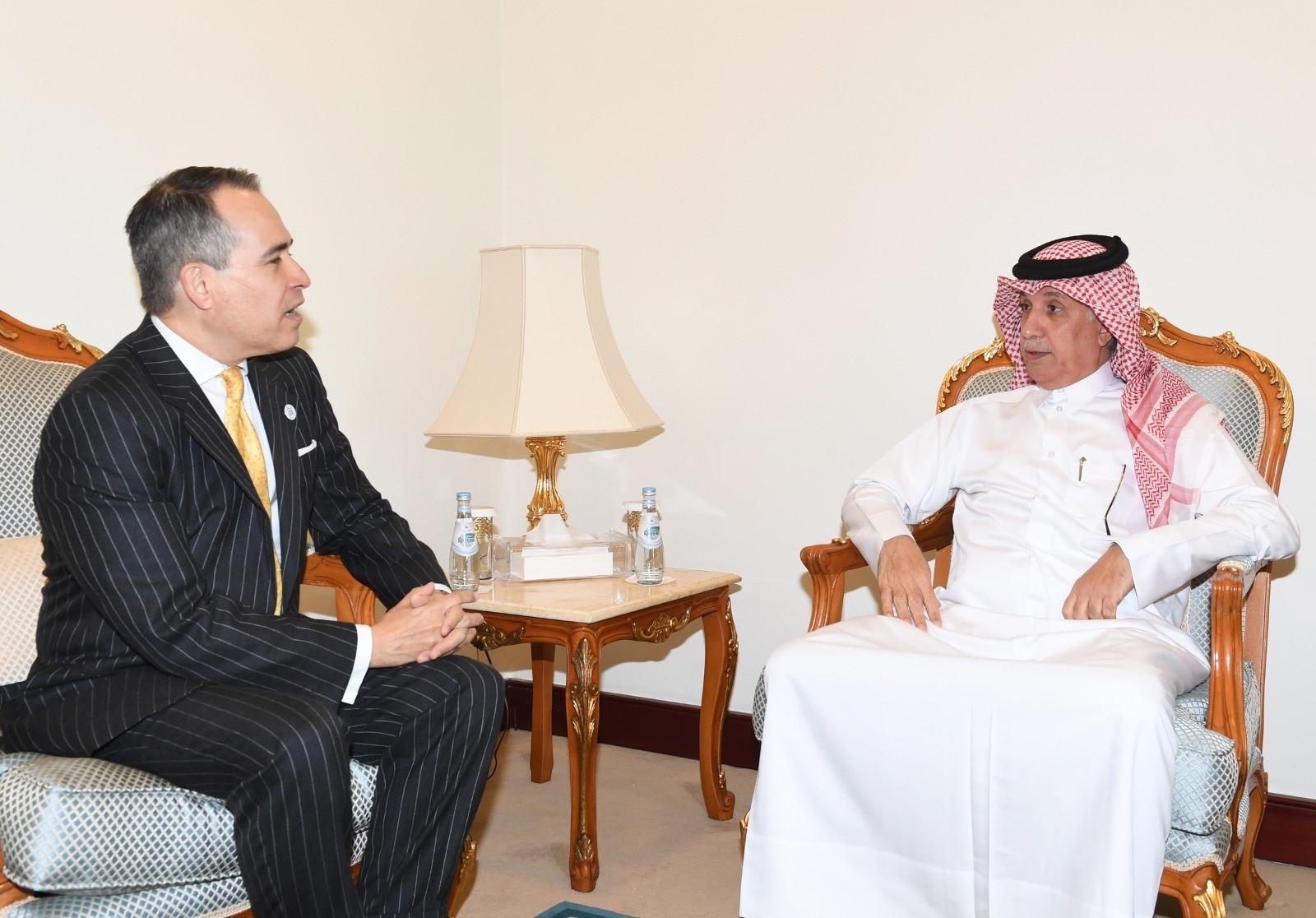 وزير الدولة للشؤون الخارجية يودع سفيري الدومينيكان وكوبا