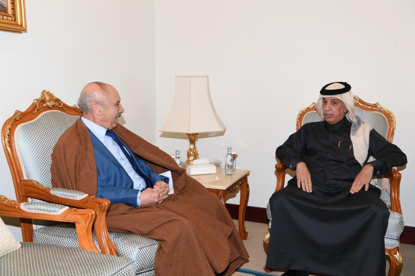 وزير الدولة للشؤون الخارجية يجتمع مع السفير الجزائري