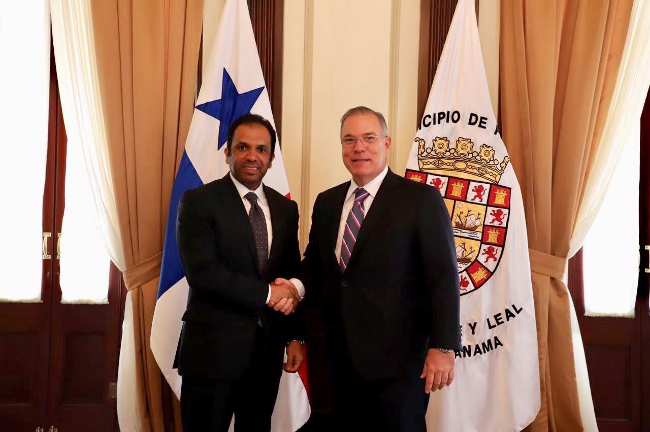 عمدة مدينة بنما يجتمع مع سفير دولة قطر