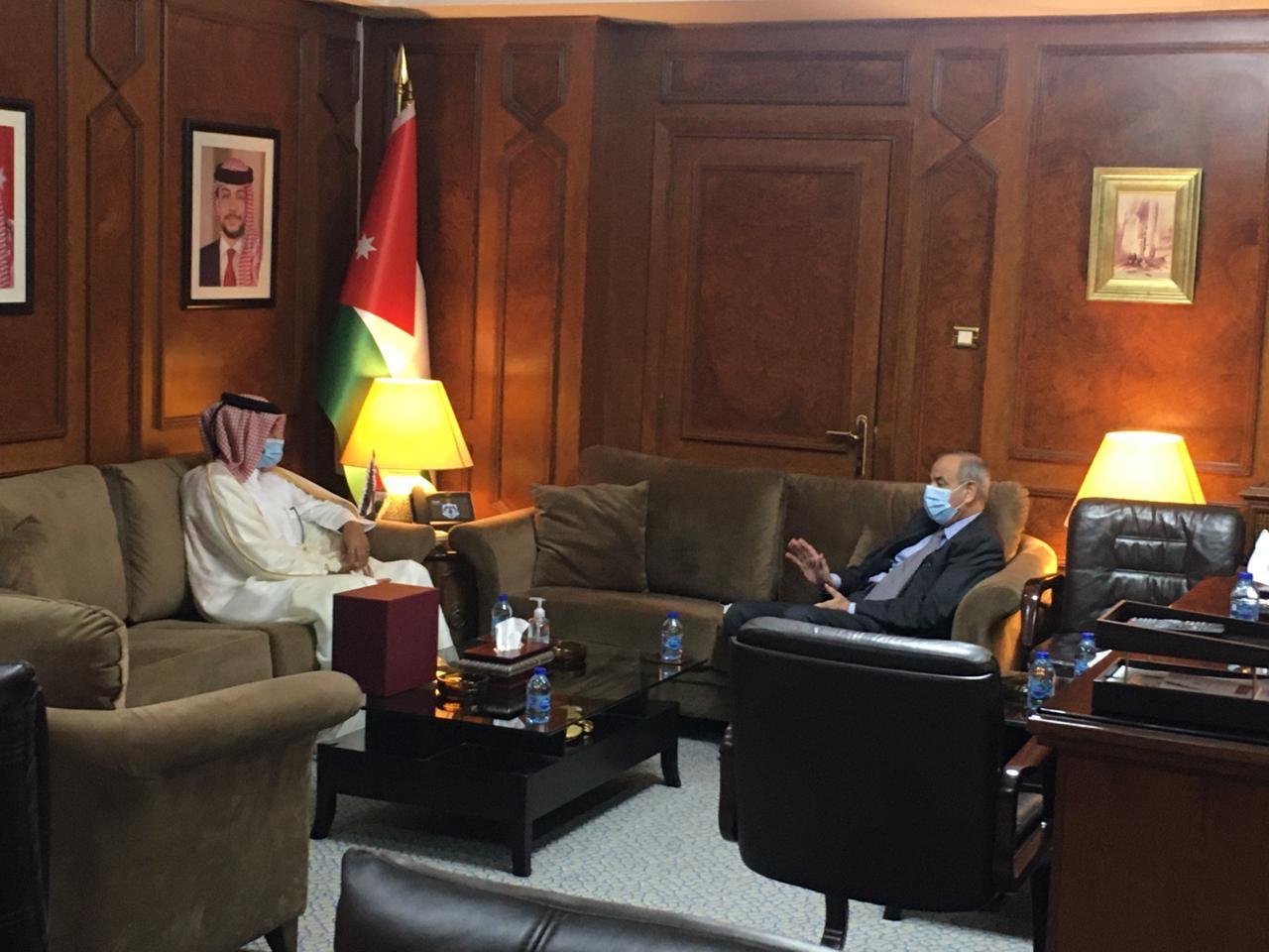 نائب رئيس الوزراء الأردني يجتمع مع سفير دولة قطر
