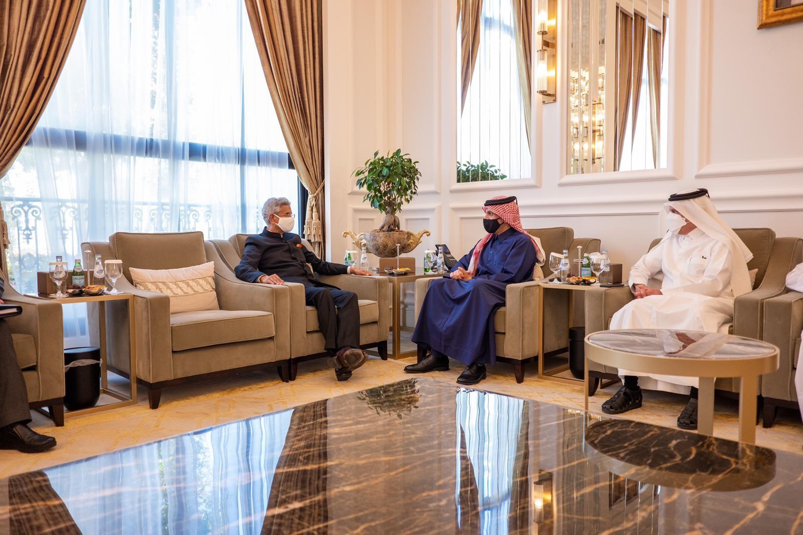 نائب رئيس مجلس الوزراء وزير الخارجية يجتمع مع وزير الخارجية الهندي