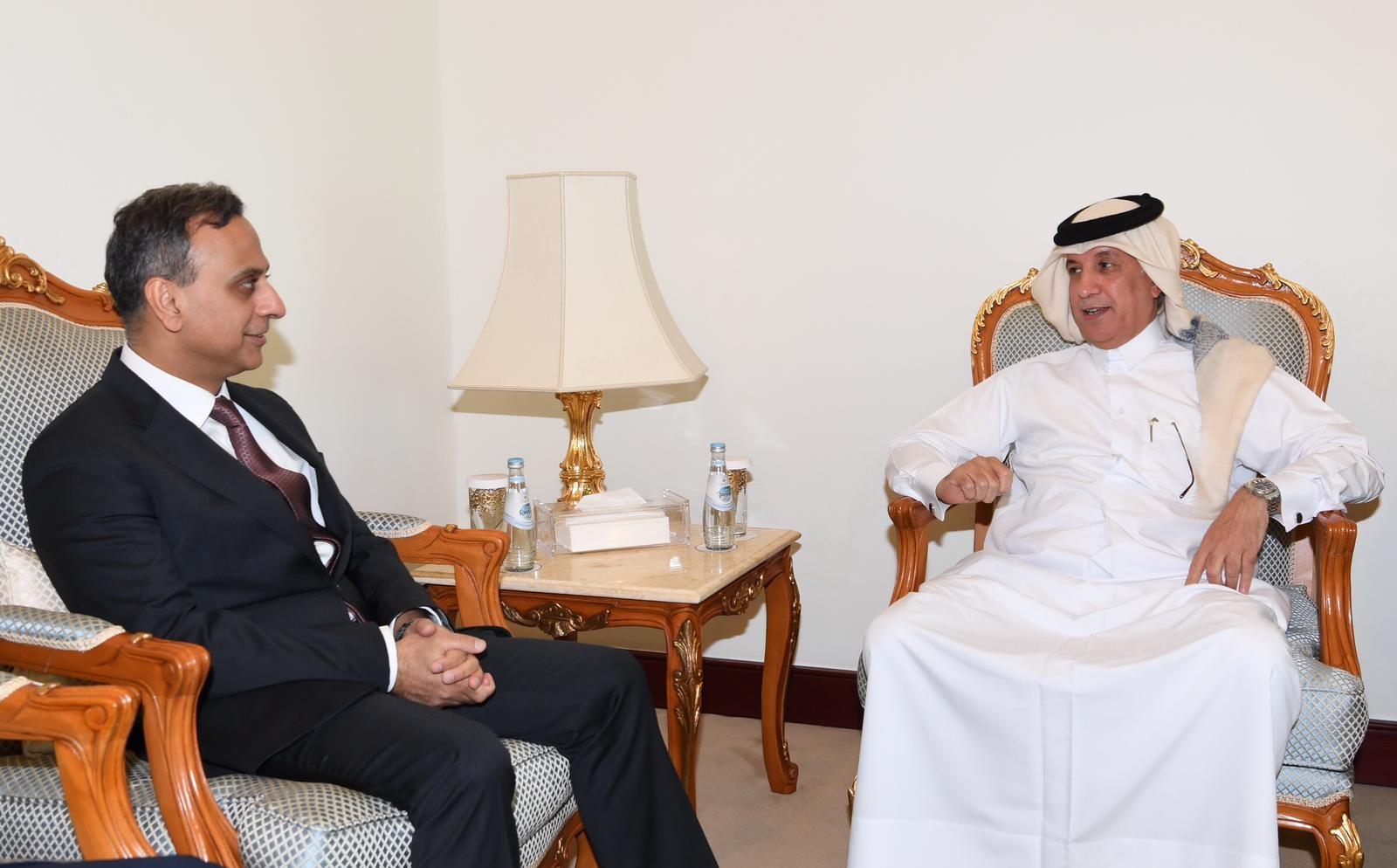 وزير الدولة للشؤون الخارجية يجتمع مع سفير المملكة المتحدة