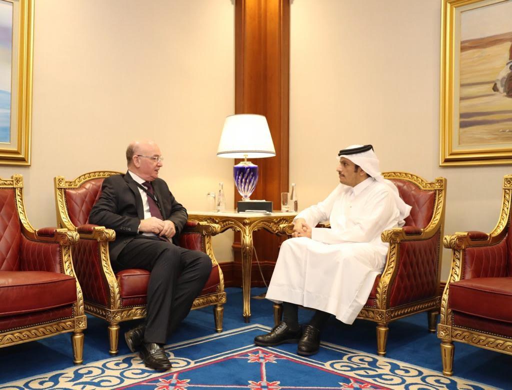 نائب رئيس مجلس الوزراء وزير الخارجية يجتمع مع أمين سر اللجنة التنفيذية لمنظمة التحرير الفلسطينية ومفوض شؤون السلم بالاتحاد الإفريقي