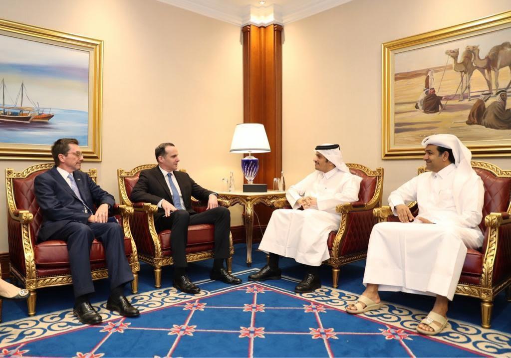 نائب رئيس مجلس الوزراء وزير الخارجية يجتمع مع المبعوث الرئاسي الخاص للتحالف الدولي لمحاربة
