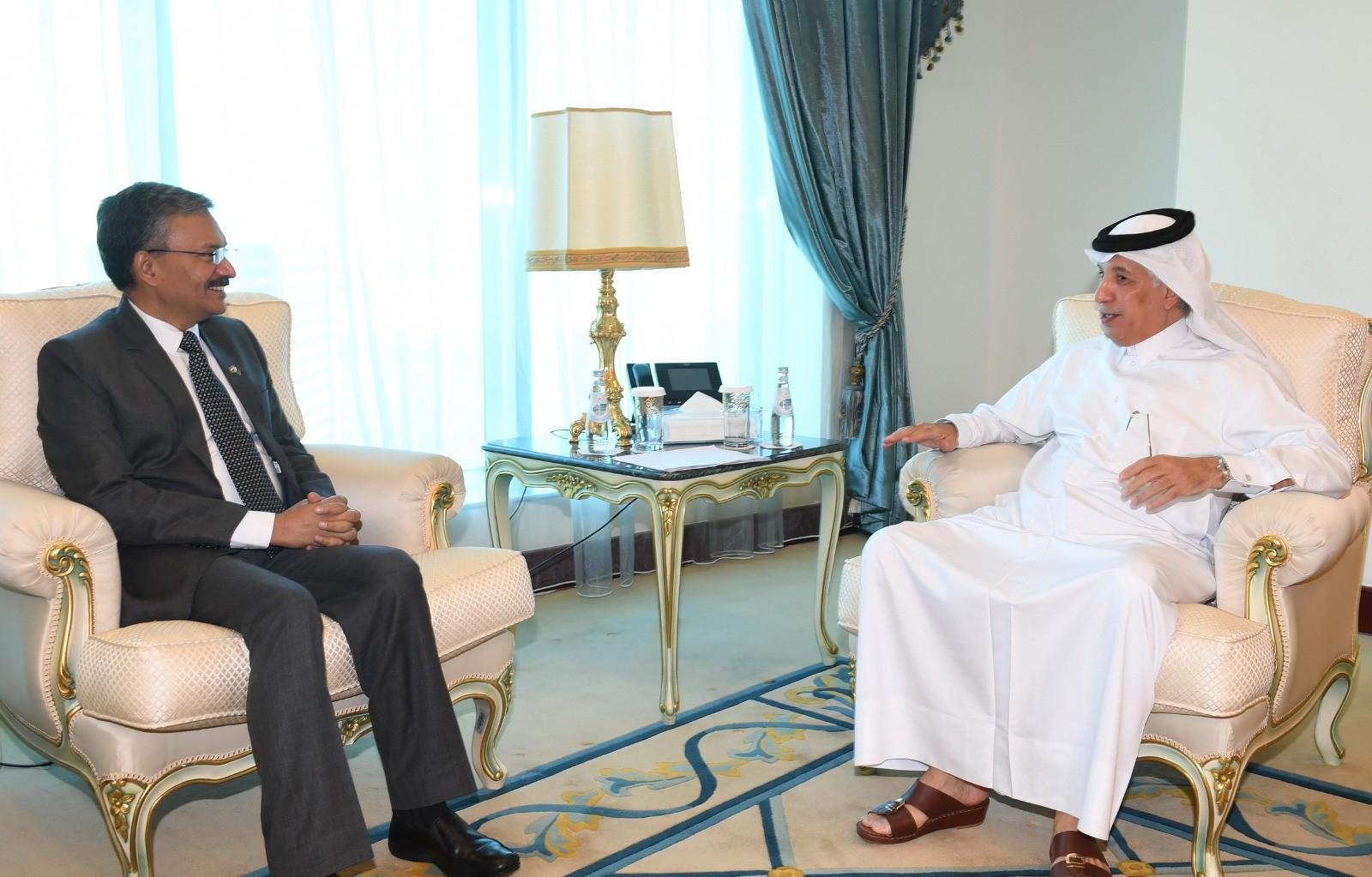 وزير الدولة للشؤون الخارجية يجتمع مع سفير الهند