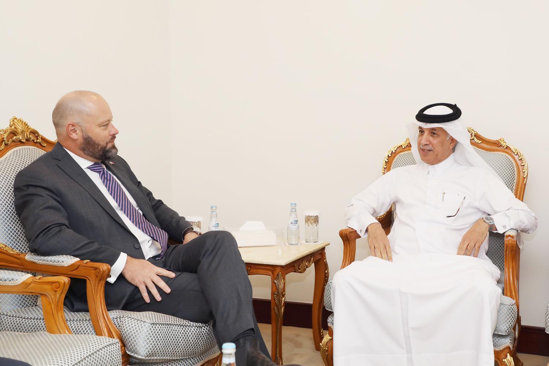 وزير الدولة للشؤون الخارجية يجتمع مع سفير استراليا