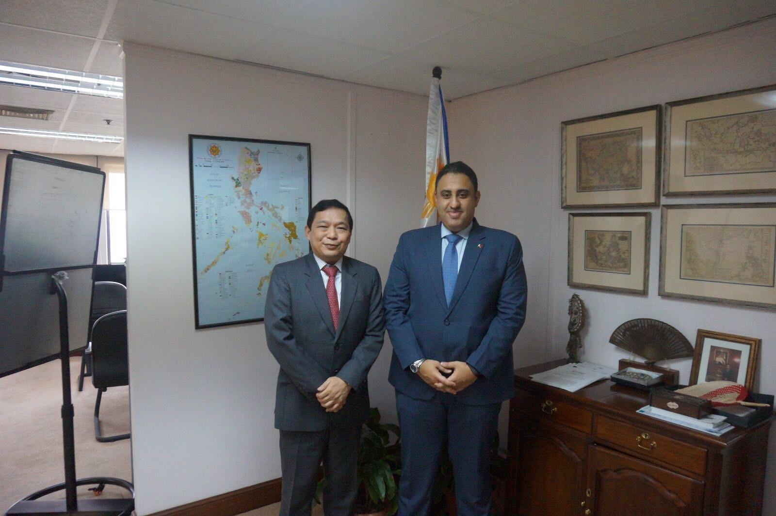 وكيل وزارة الخارجية الفلبيني يجتمع مع سفير قطر
