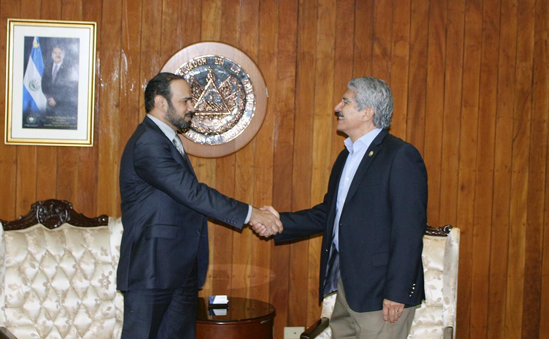 رئيس المجلس التشريعي السلفادوري يجتمع مع القائم بالأعمال القطري