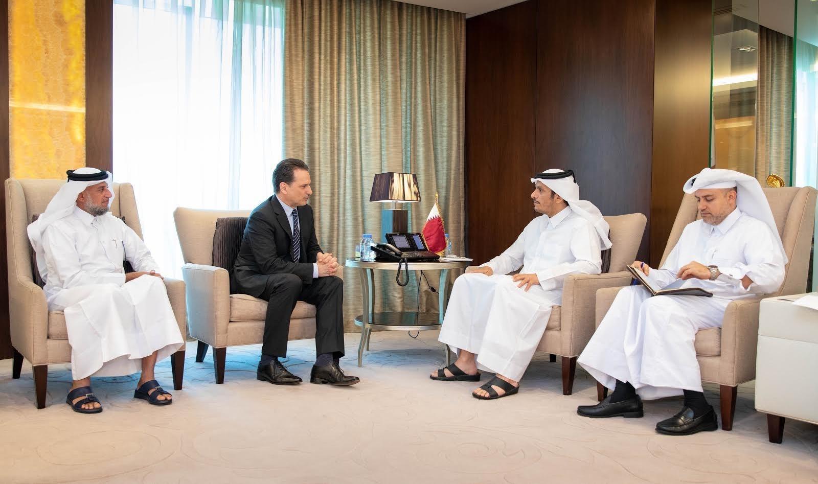 نائب رئيس مجلس الوزراء وزير الخارجية يجتمع مع المفوض العام للأونروا